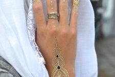 04 stunning gold pattern on the hand and arm, patterns on every finger