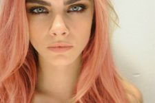 05 Cara Delevigne with a shade of rose gold on her hair