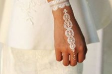 05 a lacey henna tattoo on the hand and wrist for a bride