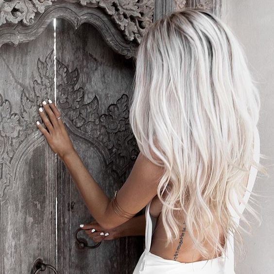 Picture of long icy blonde hair looks ideal with tanned skin and white nails - Blond blanc gris ...