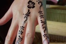 06 cute and delicate floral patterns on the fingers and hand