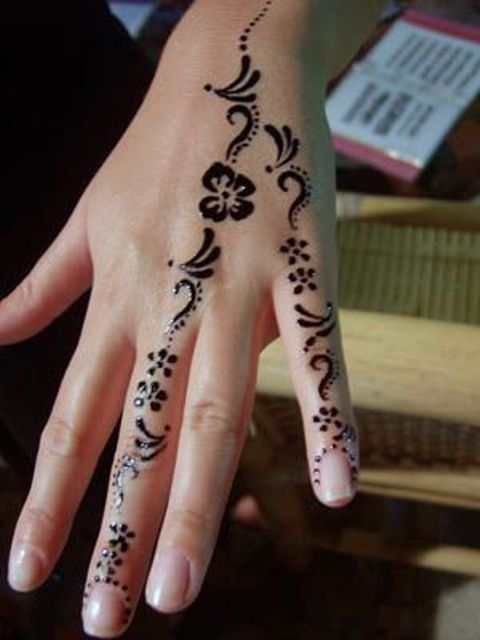 Cute Hand Henna Tattoo Ideas: 18 Small Henna Tattoos That Look Really Cute