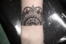 06 half mandala on the wrist is a stunning idea