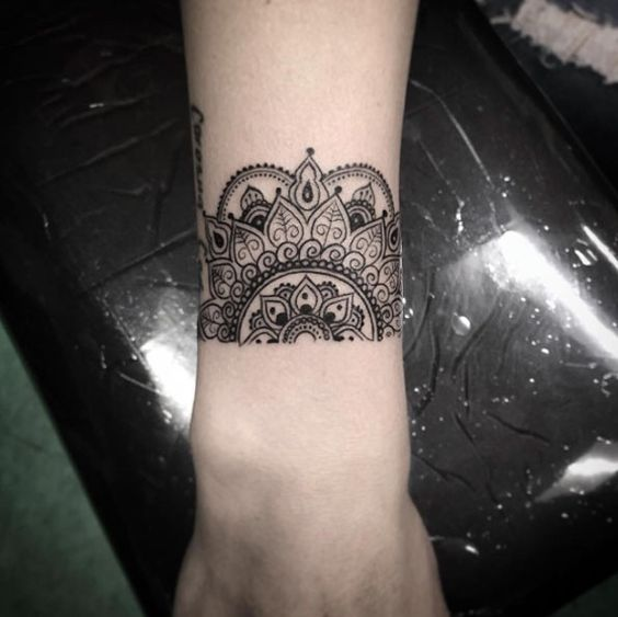 half mandala on the wrist is a stunning idea