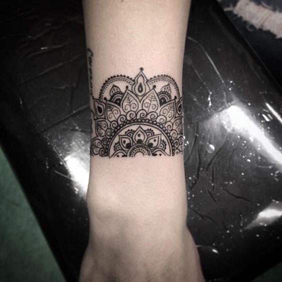 half mandala on the wrist is a stunning idea