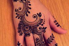 09 mehendi design on fingers, hand and wrist