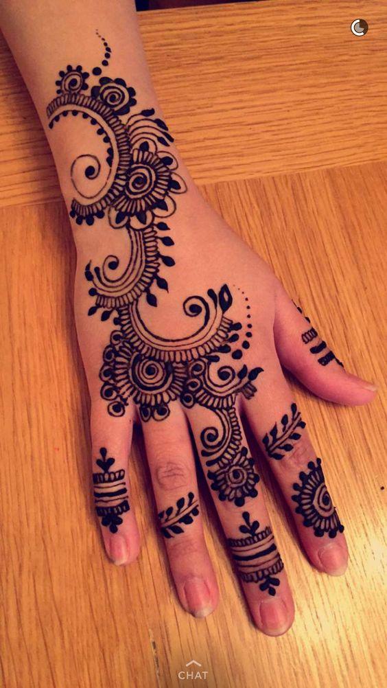 mehendi design on fingers, hand and wrist