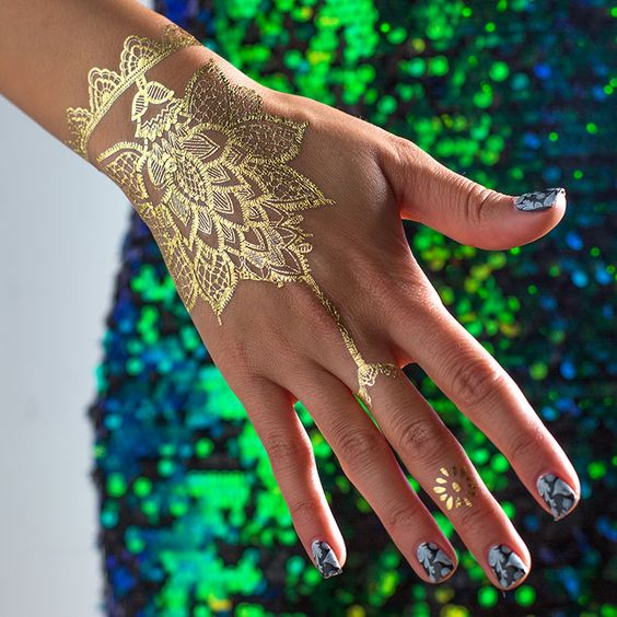 eye-catchy lacey pattern on the hand, wrist and a finger