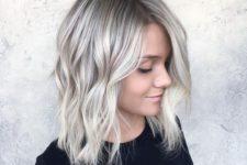 12 wavy meidum-length hair in icy blonde shade