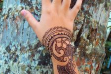 16 Polynesian style henna on the wrist and arm