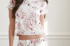 16 pink rose pajamas set with shorts is ideal for spring
