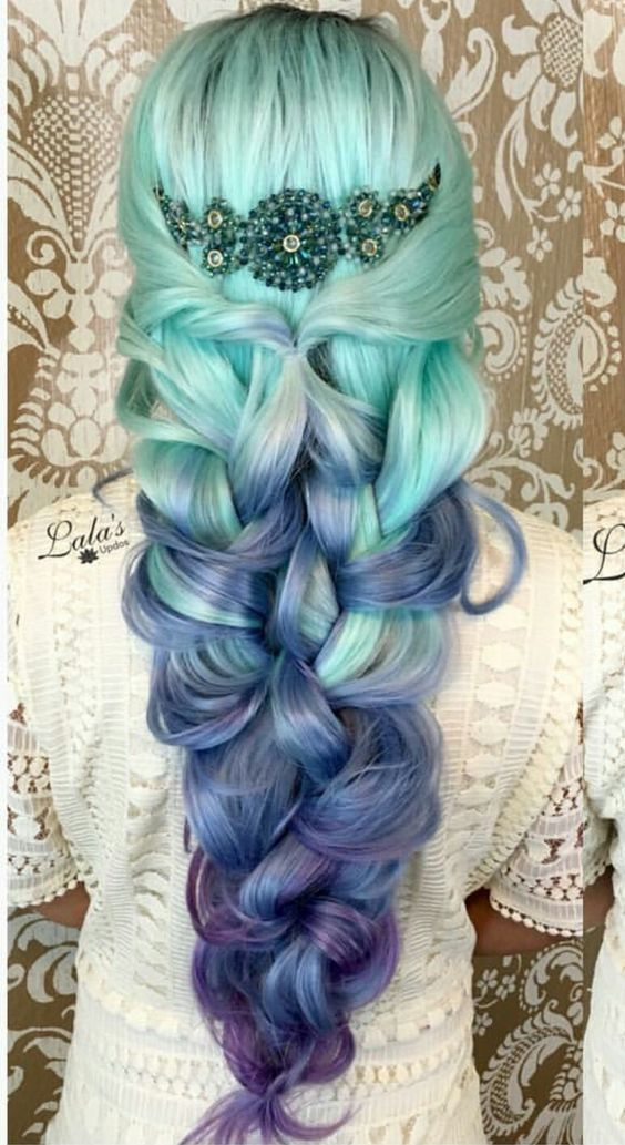 green-blue-purple ombre hair shows the traditional sea colors