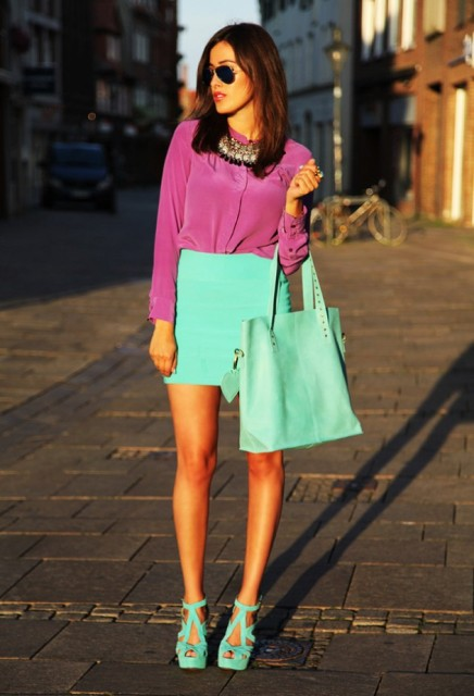With fuchsia shirt, necklace, mint tote and sandals