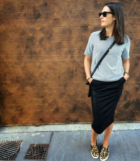 With gray shirt, midi skirt and crossbody bag