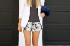 printed shorts outfit