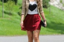 With printed t-shirt, beige leather jacket and sandals