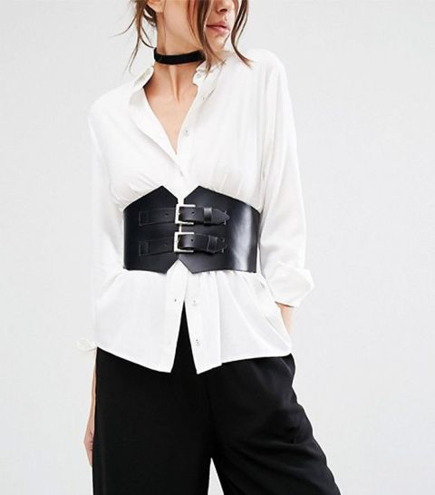 Gorgeous office look with white shirt, corset belt and black wide-leg pants