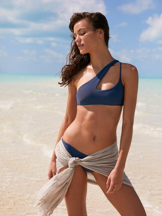 blue one shoulder bikini with two different straps