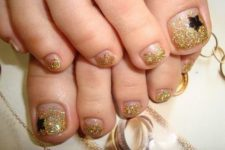 02 gold glitter nails with black star accents