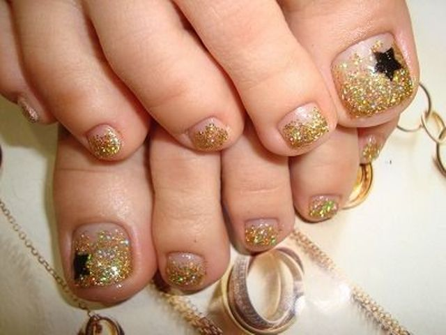 15 shining toe nail art ideas to try styleoholic gold glitter nails with black star accents prinsesfo Images