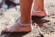 03 layered anklets of pearls and silver beads