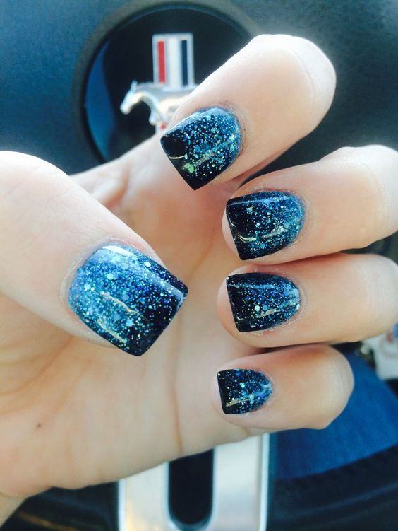 ombre blue manicure from light icy blue to navy and with glitter