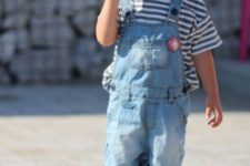 summer look with an overall and converse sneakers