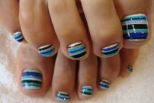 14 striped toes in the sea-inspired shades