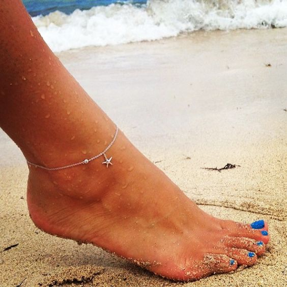 thin and delicate chain anklet with a starfish pendant