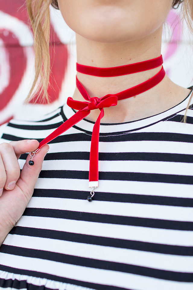 DIY red velvet wrap choker with black beads (via www.wearthecanvas.com)
