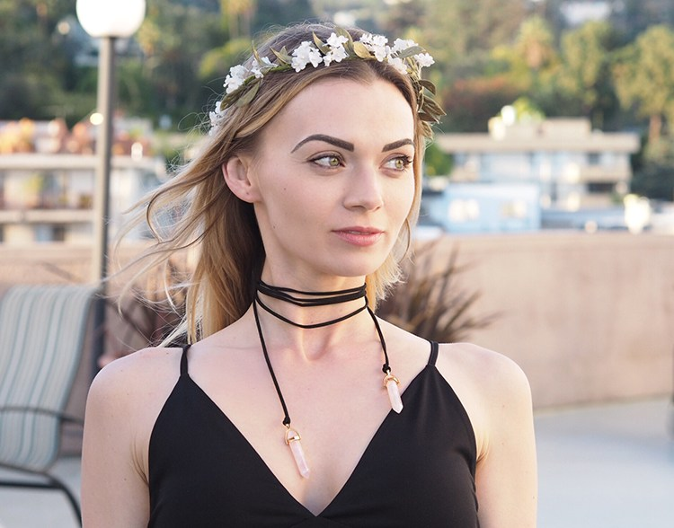 DIY gemstone choker for a boho look (via www.musingsonmomentum.com)