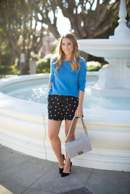 With blue shirt, light gray bag and black pumps