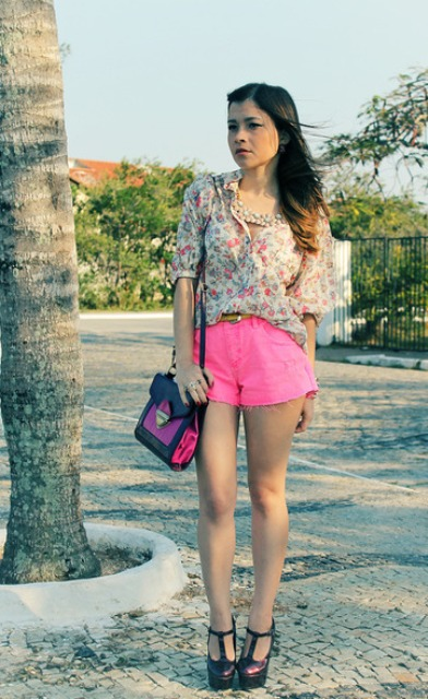 With floral loose shirt, two color bag and platform shoes