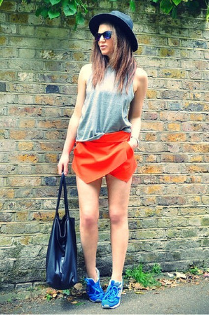 With gray loose top, hat, blue sneakers and tote