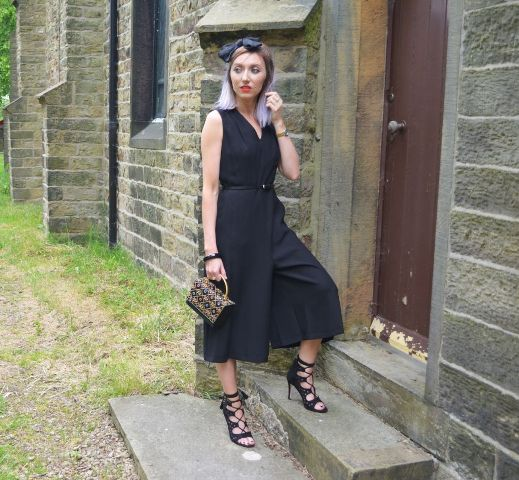 With printed bag and black shoes