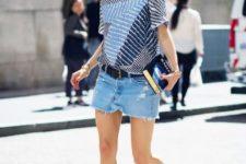 With printed loose shirt, denim mini skirt and black belt