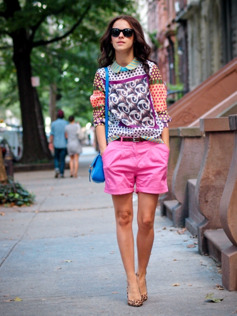 With printed shirt, blue bag and leopard pumps