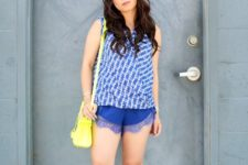 With printed top, yellow bag and gray pumps