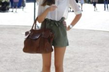 With white shirt, brown sandals and brown big bag