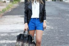 With white shirt, leather jacket, black boots and printed big bag