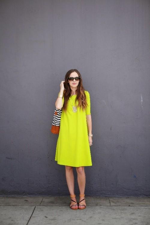 DIY sunny yellow swing summer dress (via www.styleoholic.com)