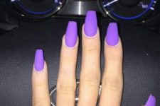 05 matte purple nails look very bold and chic