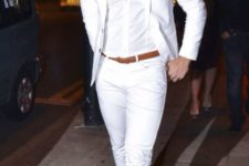07 white pants, a white shirt, a white jacket, copper shoes and a belt for a colorful touch