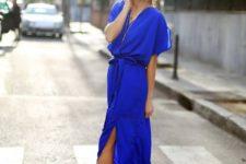 08 cobalt blue maxi dress with a side slit and a V-neckline, metallic heels