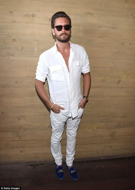 a white shirt with pockets, white jeans and blue velvet shoes