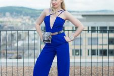 With cobalt blue pumps and printed waist bag