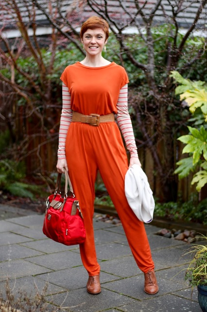 With striped shirt, red bag and brown shoes