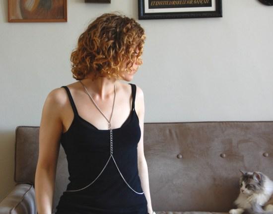 simple DIY body chain (via diyinpdx.com)