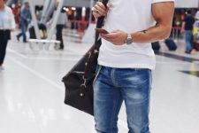 02 a white tee, blue jeans and white sneakers for a comfy and stylish airport look