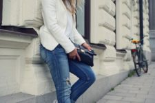02 an all-white look with blue distressed jeans and Converse for late summer
